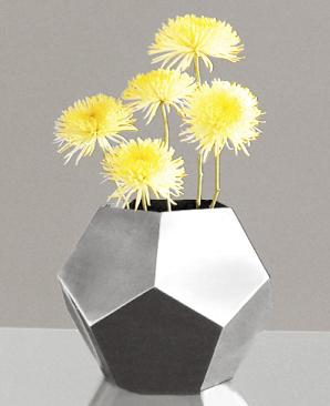 geometric-flower-planter-in-a-polygon-vase-shape